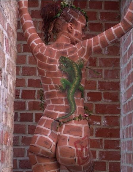 Body painting cameleon - body painting