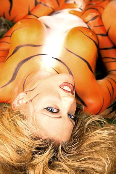 Body painting : une vrai feline grrrr - sexy tiger girl